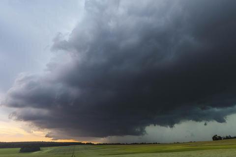 <p>Vor Freiberg zogen am Abend bedrohliche Unwetterwolken auf.</p>