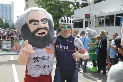 <p>Auch Bahnradsportler Jochaim Eilers nutzte am Samstag die Chance dabei zu sein.</p>