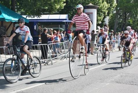 <p>Helmut Arnold aus Penig war zur Stadtsportrunde am Samstag mit seinem Hochrad am Start.</p>