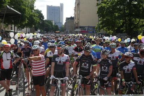<p>Mit einem Spektakel der besonderen Art hat am Samstag der zweite Wettkampftag der Deutschen Radmeisterschaften in Chemnitz begonnen.</p>