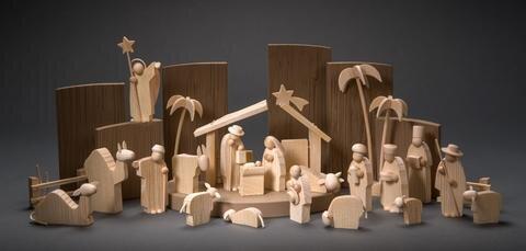 """<p><strong>Figurengruppe """"Heilige Nacht"""", Einreicher: Günter Reichel, Werkstatt Moderner Figurenbildnerei, Pobershau, Figuren 8 cm hoch</strong></p>  <p><br /> """"Ihren besonderen Reiz entfalten die Figuren durch das feine Wechselspiel von profiliertem Holz – basierend auf dem traditionellen Reifendrehen – und glatten gedrechselten Elementen.""""</p>  <p>Andreas H. Fleischer Gestalter</p>  <p>&nbsp;</p>"""