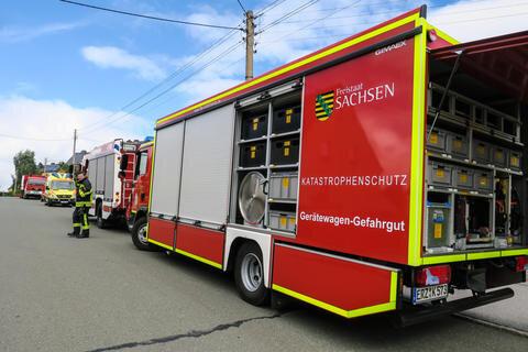 <p>Ins Freibad in Bernsbach musste am Donnerstagvormittag der Gefahrgutzug des Erzgebirges ausrücken, der aus den Feuerwehren Grünhain, Schönheide, Beierfeld und Schneeberg besteht.</p>