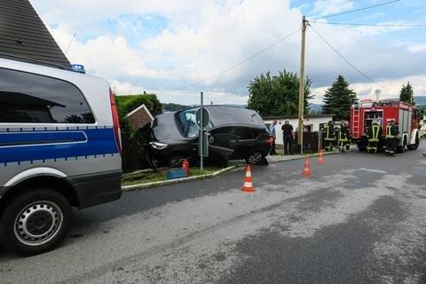 <p>Dabei wurde die Fahrerin leicht verletzt.</p>