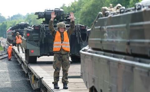 <p>Die Panzer sind für den Einsatz des Panzergrenadierregimentes 371 bestimmt, wie die Bundeswehr mitteilte.</p>
