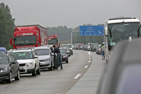 <p>Die A4 in Richtung Erfurt war für etwa eine Stunde voll gesperrt. Anschließend konnte eine Fahrbahn wieder freigegeben werden.</p>