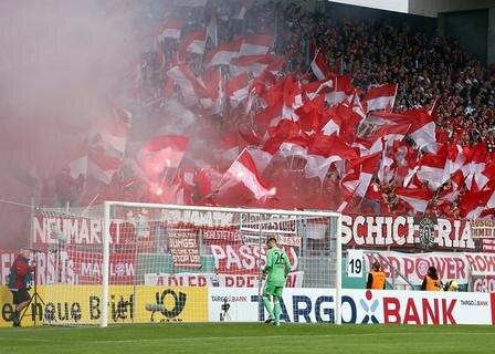 <p>Aber auch die Bayern-Fans machten lautstark auf sich aufmerksam.</p>