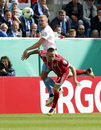 <p>Zweikampf zwischen Franck Ribery und Fabio Leutenecker.</p>