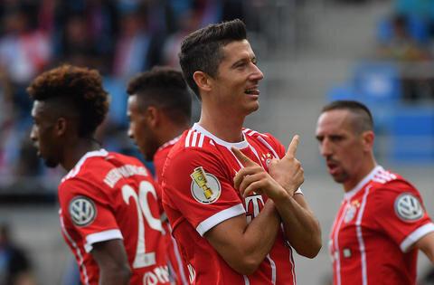 <p>Bayerns Robert Lewandowski freut sich über sein Tor zum 3:0.</p>