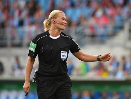 <p>Schiedsrichterin Bibiana Steinhaus leitete das Spiel.</p>