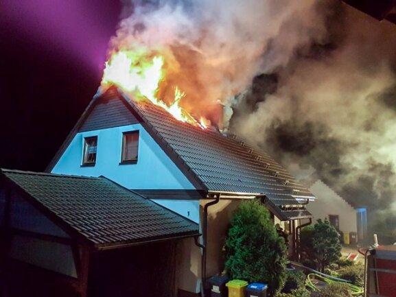 <p>Ein Blitz ist in der Nacht zum Samstag in ein Wohnhaus in Bärenstein eingeschlagen.</p>
