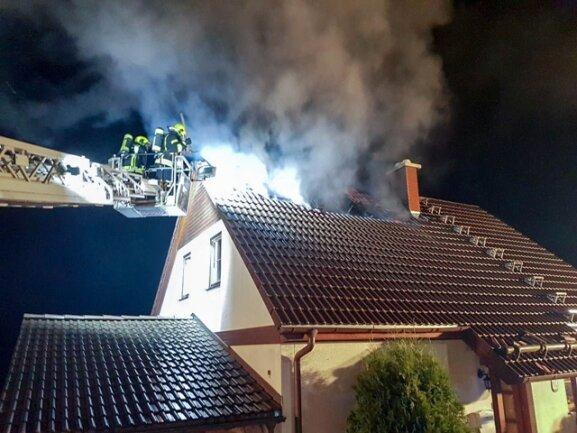 <p>Durch den EInschlag wurde ein Dachstuhlbrand verursacht.</p>