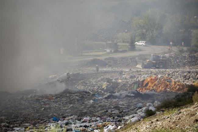 """<p xmlns:php=""""http://php.net/xsl"""">Die Rauchwolken weckten Erinnerungen an einen Chemieunfall in Litvinov, der im August 2015 für Schlagzeilen sorgte.</p>"""