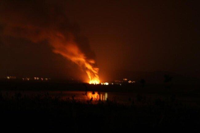 <p>Die Stadtverwaltung von Litvinov rief die Einwohner aber dennoch in einer Warn-SMS auf, Fenster und Türen geschlossen zu halten. Bereits im März und im vorigen September hatte es Brände auf der Hausmüllhalde der kommunalen Stadtwerke gegeben.</p>