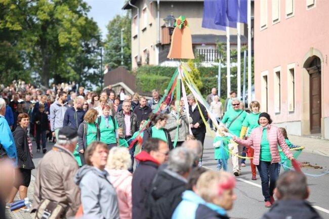 <p>Die Glockenweihe wurde gegen 14.30 Uhr vollzogen. Zum Reformationstag am 31. Oktober soll das neue Geläut erstmals erklingen.</p>
