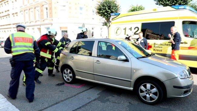 <p>Beim Unfall erlitten der Daihatsu-Fahrer, seine Beifahrerin sowie die 33-jährige Skoda-Fahrerin leichte Verletzungen.</p>