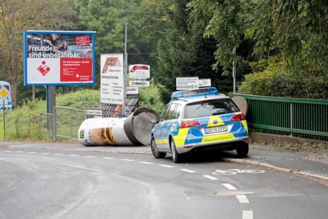 <p>Die Polizei ermittelt aktuell noch am Unfallort.</p>