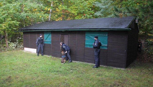 """<p xmlns:php=""""http://php.net/xsl"""">Am Nachmittag stand dann die Suche nach den zuvor versteckten Drogen und Sprengmitteln auf dem Programm.</p>"""
