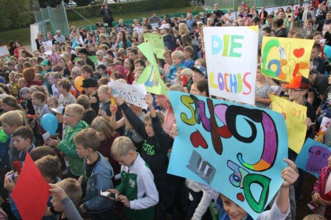 """<p>""""Ist doch schön, dass die kleine Dorfschule das Konzert gewonnen hat. Hier treten wir vor 300 Schülern auf, das nächste mal vielleicht wieder vor 20.000 Besuchern. Das Kontrastprogramm ist doch gerade spannend.""""</p>"""
