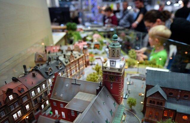 <p>Eine Stadt im Miniaturformat gehört zu den Exponaten der Firma Viessmann Modelltechnik auf der Leipziger Messe.</p>