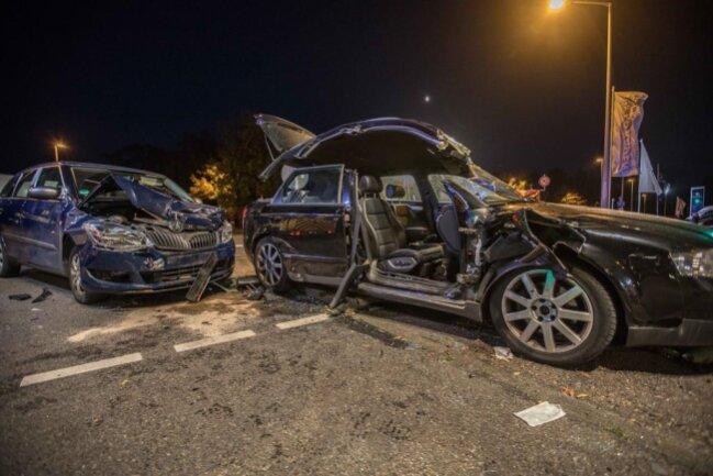 <p>Im Ampelbereich an der Kreuzung B 101/Am Rotvorwerk stießen ein 36-jähriger Skoda-Fahrer, der die Freiberger Straße überqueren wollte, und ein von links kommender 37-jähriger Fahrer eines Audi zusammen.</p>