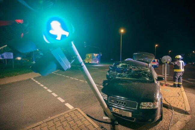 <p>Der Audi stieß nach Angaben der Polizei anschließend noch gegen eine Ampel.</p>