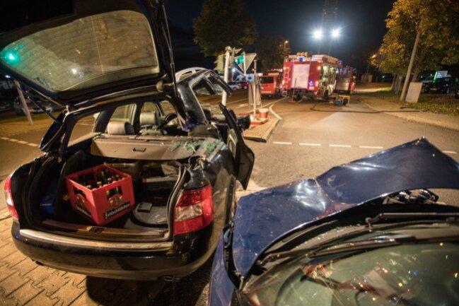 <p>Durch den Unfall kam es zu Behinderungen an der Bundesstraße. Der Sachschaden beläuft sich auf rund 20.000 Euro.</p>