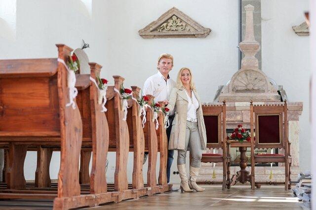 <p>Dort, wo normale Kirchen einen Altar haben, steht in der Hochzeitskapelle ein Kamin. 70 Plätze hat der Trausaal.</p>