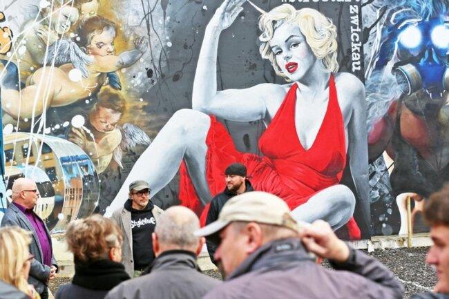<p>Die Stadt hatte versucht die Kunstaktion zu stoppen, weil sie unter anderem in einer Tätowierung am Arm des Gottvaters unerlaubte Werbung sah.</p>