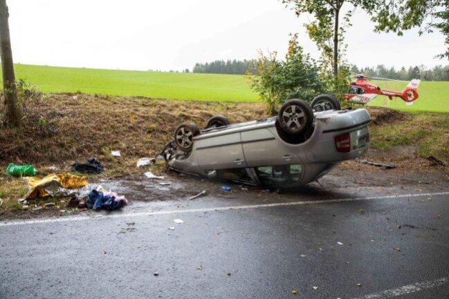<p>Die beiden Insassen wurden in dem Auto eingeklemmt.</p>
