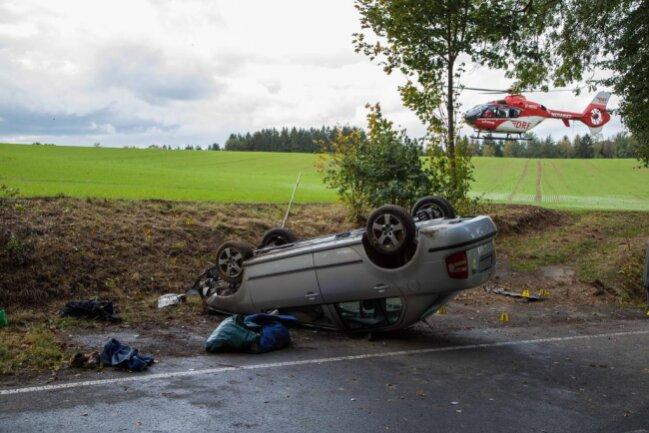 <p>Die 86 Jahre alte Ehefrau des Fahrers wurde schwer verletzt.</p>  <p></p>