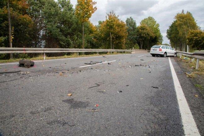 <p>Der 30-jährige Skoda-Fahrer und seine 29-jährige Mitfahrerin erlitten schwere Verletzungen.</p>