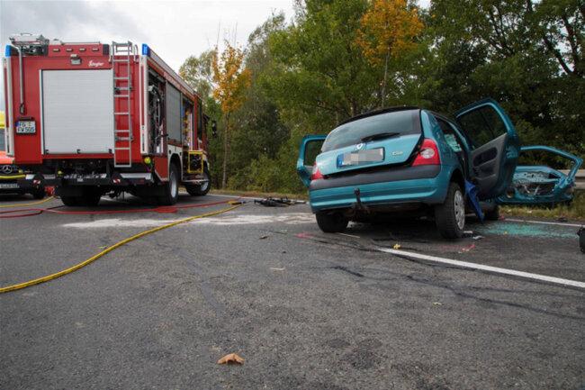 <p>Der Fahrer des Renault starb noch an der Unfallstelle.</p>