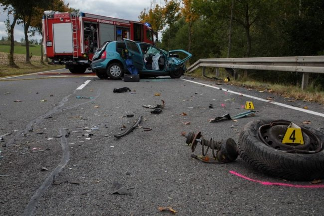 <p>Am Abzweig Kleinschirma war ein 82-Jähriger mit seinem Renault ins Schleudern geraten.</p>