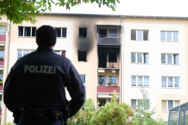 <p>Der Wohnungsmieter, der zu diesem Zeitpunkt in Thüringen war, konnte auch am Tag danach nicht befragt werden.</p>