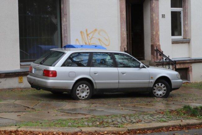 <p>Aufgefallen ist bei der Anzeigenaufnahme, dass alle Autos verkehrswidrig abgestellt waren.</p>