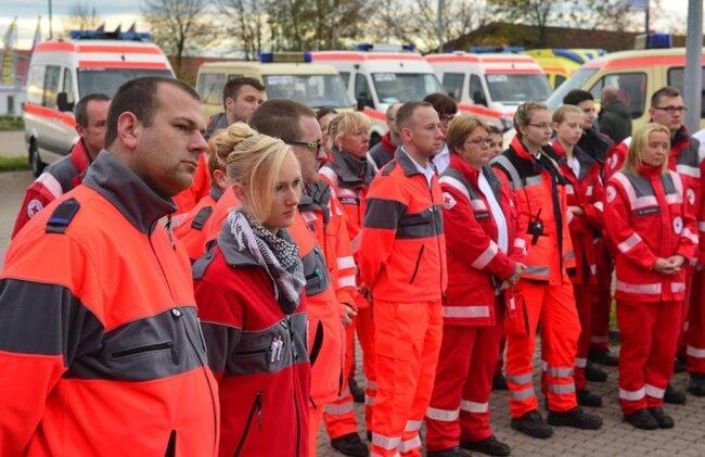 <p>Einweisung der Rettungskräfte. Szenario ist eine Gasexplosion in der Innenstadt mit über 100 Verletzten.</p>