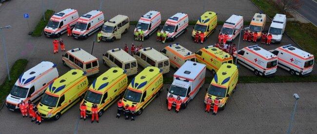 <p>Aufstellen der Rettungsfahrzeuge.</p>