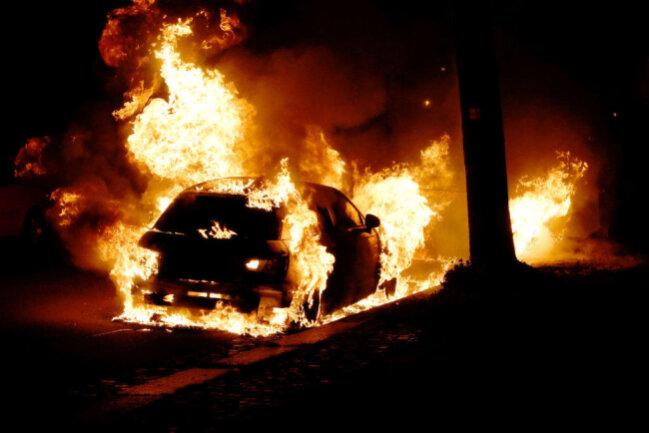 <p>Auf der Würzburger Straße auf dem Sonnenberg standen ein Audi, ein Renault und ein Citroen in Flammen.</p>