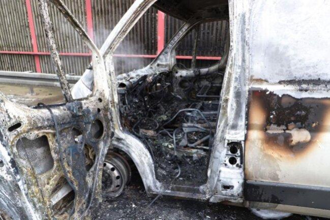 <p>Nach ersten Informationen brannte das Fahrzeug völlig aus</p>