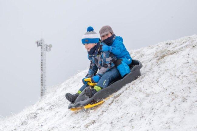 """<p xmlns:php=""""http://php.net/xsl"""">Das lasse vor allem die Schneedecke auf dem Fichtelberg wachsen, die zuletzt nur sechs Zentimeter dick war.</p>"""