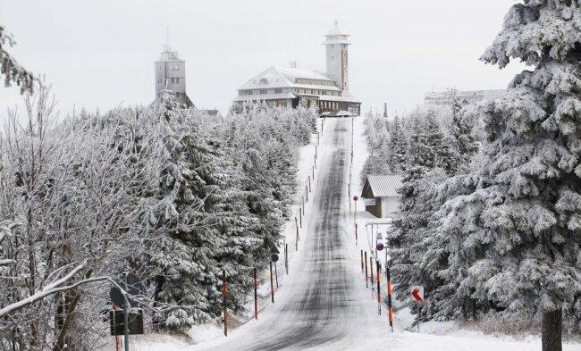 <p>Fern der Kammlage schmelze der Schnee wahrscheinlich schon am Dienstag wieder weg, prognostizierte der DWD.</p>