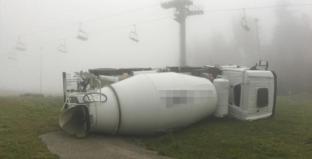 <p>Am Donnerstag vergangener Woche war der Betonmischer am Hang der Skiwelt Schöneck verunglückt.</p>