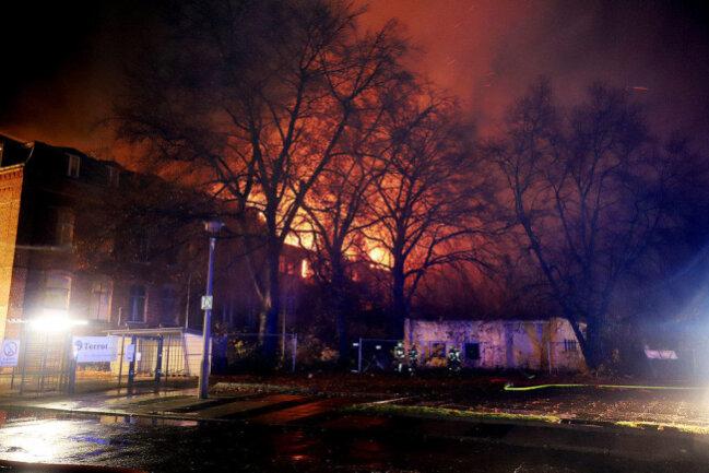 <p>Die Flammen konnten in den frühen Morgenstunden unter Kontrolle gebracht werden.</p>