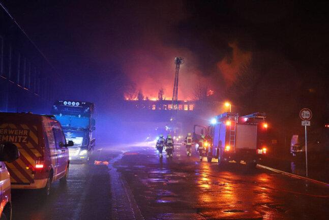 """<p xmlns:php=""""http://php.net/xsl"""">In der Nacht zu Montag hat auf der Paul-Gruner-Straße in Chemnitz ein altes Industriegebäude gebrannt.</p>"""