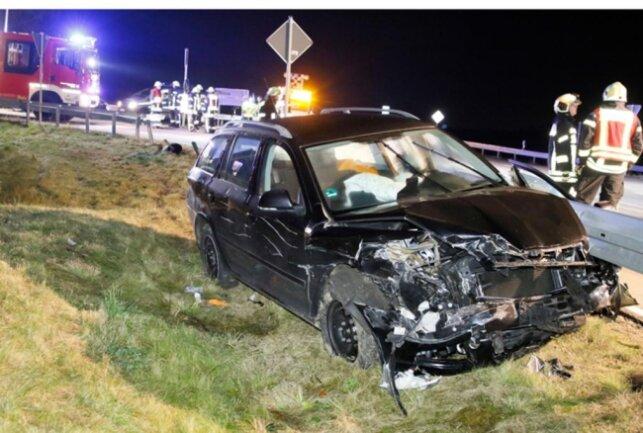 <p>Der Sachschaden wird auf 14.000 Euro geschätzt; die Fahrzeuge mussten abgeschleppt werden.</p>