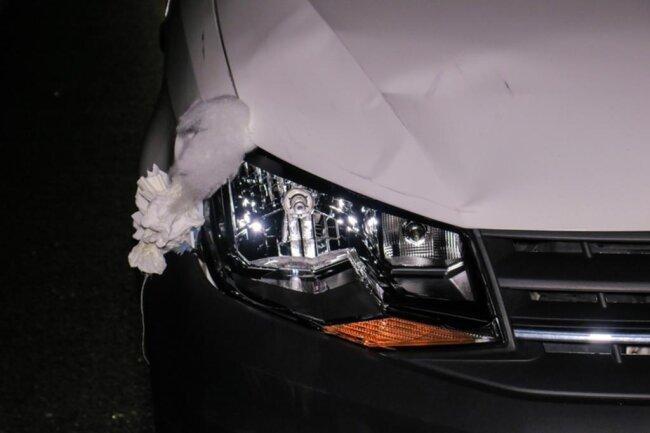<p>Der Mann wurde vom VW eines 50-Jährigen erfasst.</p>