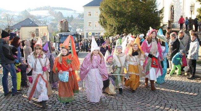 <p>Am Samstag fand in Eibenstock erneut der Märchenweihnachtsumzug statt.<br /> </p>