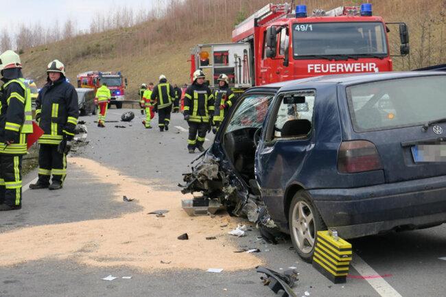 <p>Etwa 100 Meter vor dem Ortseingang Markersbach kam es zur Kollision zwischen einem Ford und einem VW.</p>