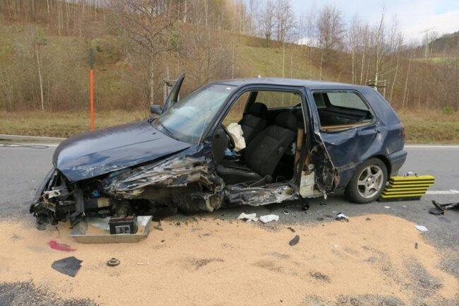 <p>Die Fahrerin des VW musste aus ihrem Fahrzeug befreit werden.</p>