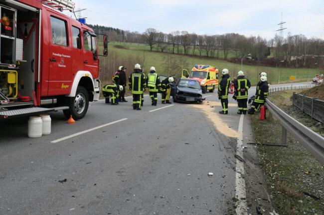 <p>Die Unfallstelle blieb während der Bergung und Unfallaufnahme gesperrt.</p>